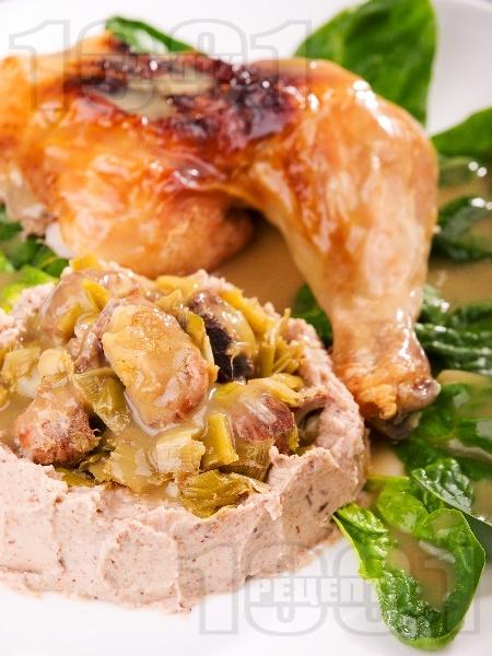 Печено пиле със сос от праз и гъби на фурна - снимка на рецептата